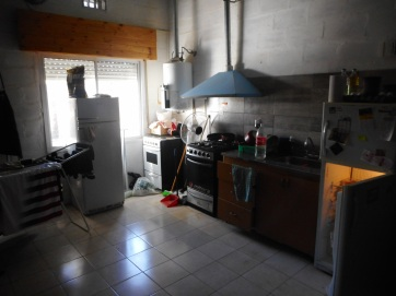Kitchen in Pergamino (close the fridge)